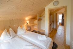 TomLamm-chalet-dahoam-schlafzimmer3